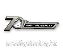 Эмблема 70th Anniversary на Land Cruiser 300