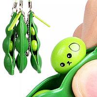 Брелок-антистресс в виде зеленого горошка