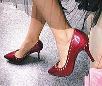 Женские туфли на каблуке с шипами