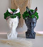 Скульптурное кашпо Африканка со мхом