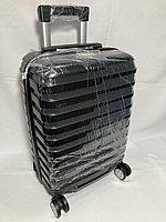 """Маленький пластиковый дорожный чемодан на 4-х колесах """" LONGSTAR"""". Высота 52 см, ширина 33 см, глубина 21 см."""
