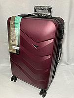 """Средний пластиковый дорожный чемодан на 4-х колесах"""" Delong"""". Высота 67 см, ширина 42 см, глубина 26 см., фото 1"""