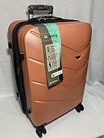 """Средний пластиковый дорожный чемодан на 4-х колесах"""" Delong"""". Высота 67 см, ширина 42 см, глубина 28 см., фото 1"""