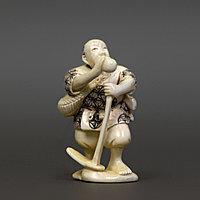 Нэцкэ «Японец с мотыгой» Символ жизни Япония, конец эпохи Мэйдзи