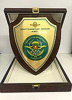 Плакетка наградная в подарочном футляре ЩИТ (20х25см) каштан матовый, фото 1