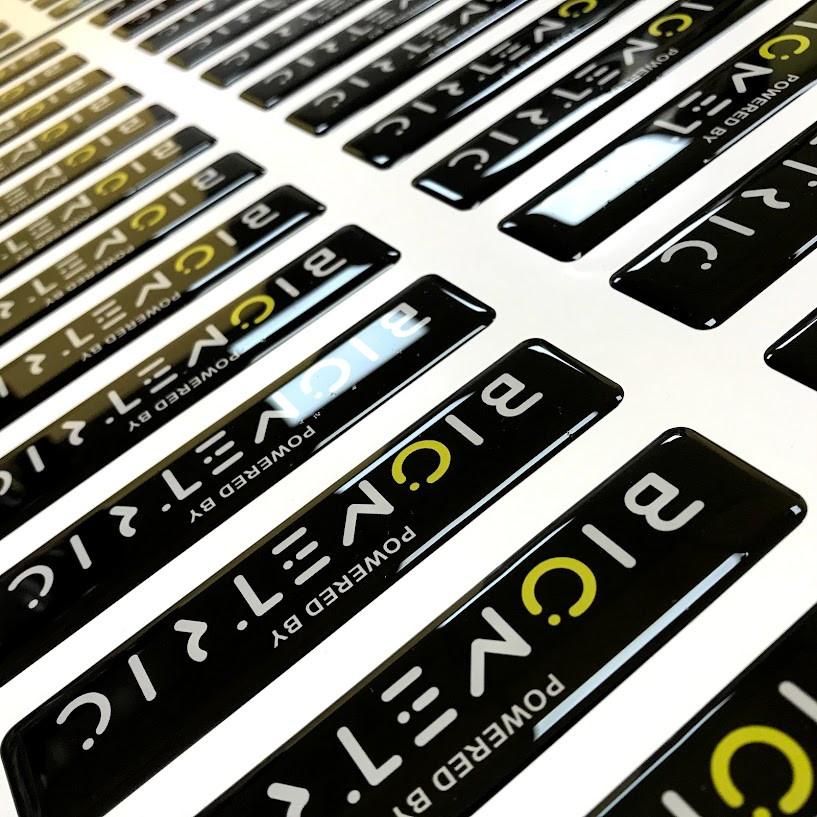 Обьемные наклейки с логотипом компании на заказ - фото 1