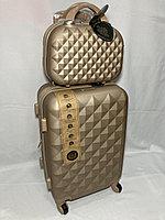 Маленький пластиковый дорожный чемодан на 4-х колесах, с сумкой. Высота 56 см, ширина 35 см, глубина 24 см., фото 1