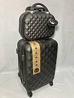 Маленький пластиковый дорожный чемодан на 4-х колесах,с сумкой. Высота 56 см, ширина 35 см, глубина 24 см., фото 1