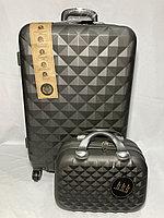 Средний пластиковый дорожный чемодан на 4-х колесах, с сумкой. Высота 66 см, ширина 41 см, глубина 28 см., фото 1