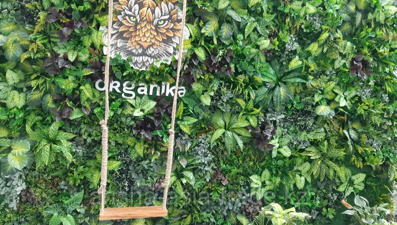 Вертикальное искусственное озеленение.