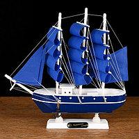 Корабль сувенирный малый «Дорита», борта синие с белой полосой, паруса синие, 24×5×23,5 см