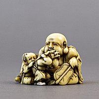 Нэцкэ «Хотей, играющий с карако» символ богатства, счастья и процветания. Япония, эпоха Мэйдзи.