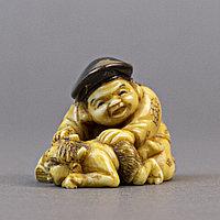 Нэцкэ «Дайкоку играет с Они» . Символ богатства и достатка Япония, Эпоха Мэйдзи, ХIХ век