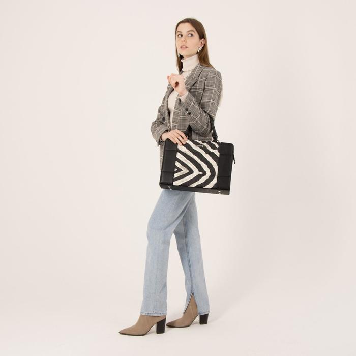 Сумка женская, отдел на молнии, наружный карман, длинный ремень, цвет чёрный/белый - фото 4