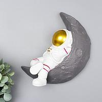 Сувенир полистоун настенный декор 'Астронавт на месяце' 22х21,5х7 см