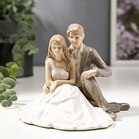 Сувенир керамика 'Жених в сером костюме, невеста в белом платье' 11,5х15,3х15,2 см
