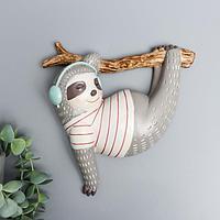 Сувенир полистоун настенный декор 'Ленивец в наушниках на ветке' серый 19,5х19х4,3 см