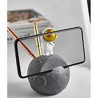 Сувенир полистоун подставка д/ручек и телефона 'Астронавт на Марсе' 13х8,8х8,8 см