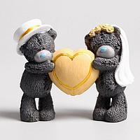 Сувенир полистоун 'Медвежата Me to you свадебные с большим сердцем' 8х10 см