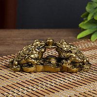 Нэцке полистоун бронза 'Две денежных жабы держат на монете слиток' 4,3х12х5 см