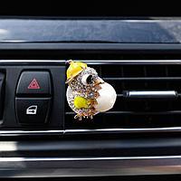 Украшение в дефлектор автомобиля 'Птенчик'