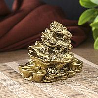 Нэцкэ полистоун под бронзу 'Три жабы - пирамида' 7х8,8х6,3 см