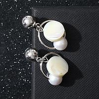 Серьги с жемчугом 'Дуэт' бусина на кольце, цвет белый в серебре