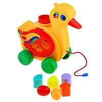Игрушка-каталка с сортером 'Уточка-несушка'