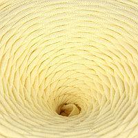 Пряжа трикотажная широкая 100м/320±15гр, ширина нити 7-9 мм (св.желтый)