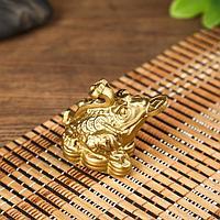 Нэцке полистоун 'Денежная жаба с монетой и жезлом Жуи' под бронзу 5х6х4,5 см