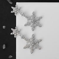 Серьги новогодние со стразами 'Снежинки', метель, цвет белый в серебре