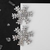 Серьги новогодние со стразами 'Снежинки', крупные, цвет белый в серебре
