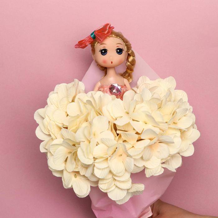 Букет с игрушкой 'Кукла Мия' - фото 4