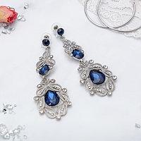 Серьги висячие со стразами 'Грация' резная, цвет синий в серебре