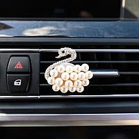 Украшение в дефлектор автомобиля 'Лебедь'