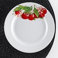 Тарелка мелкая Дулевский фарфор 'Вишня', d17,5 см