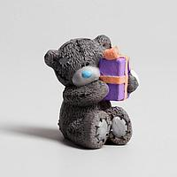 Сувенир полистоун 'Медвежонок Me to you с подарком' 5 см х 3,5 см х 4 см