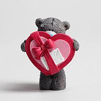 Сувенир полистоун 'Медвежонок Me to you с сердцем-коробкой' 6,5х7 см