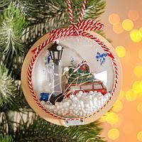 Новогодний шар с деревянной фигуркой и подсветкой 'Автомобиль и фонарь' 12х12 см