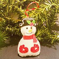Набор для создания подвесной ёлочной игрушки из фетра 'Снеговик в варежках'