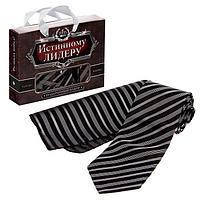 Подарочный набор 'Истинному лидеру' галстук и платок