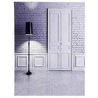 Фотофон винил интерьер 'Белый кирпич, дверь и чёрный торшер' 150х200 см