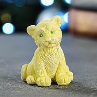 Статуэтка 'Тигренок сидит' желтая, 8см