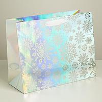 Пакет голографический горизонтальный 'Новогодняя метель', 33 x 26 x 13,5 см