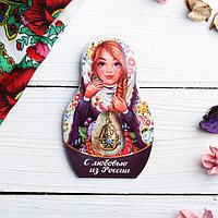 Подвеска-матрёшка на открытке 'С любовью из России'