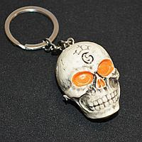 Брелок подвеска на сумку и ключи череп с оранжевыми глазами 11 см