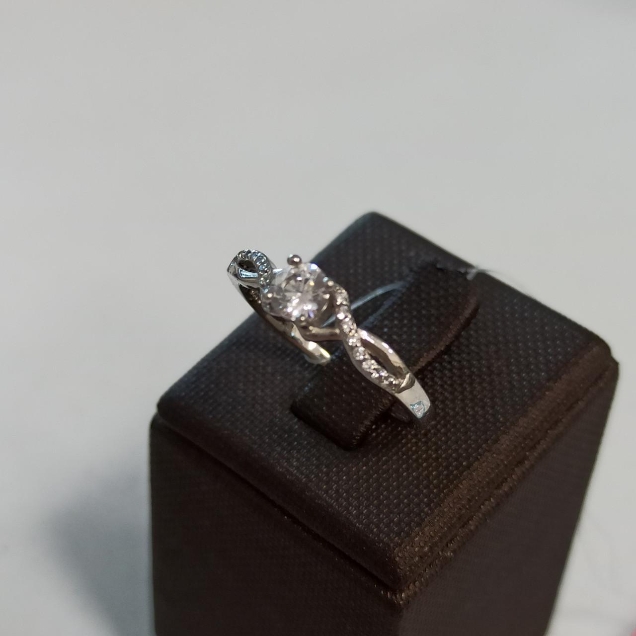 Кольцо с цирконом; серебро, размер 18
