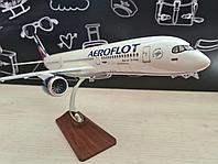 Модель самолета Airbus A350-900 в ливрее Aeroflot, масштаб 1/144