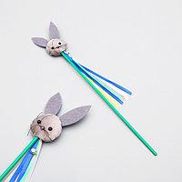 Дразнилка 'Зайка' с кошачьей мятой и лентами, палочка 35 см, микс цветов (комплект из 4 шт.)