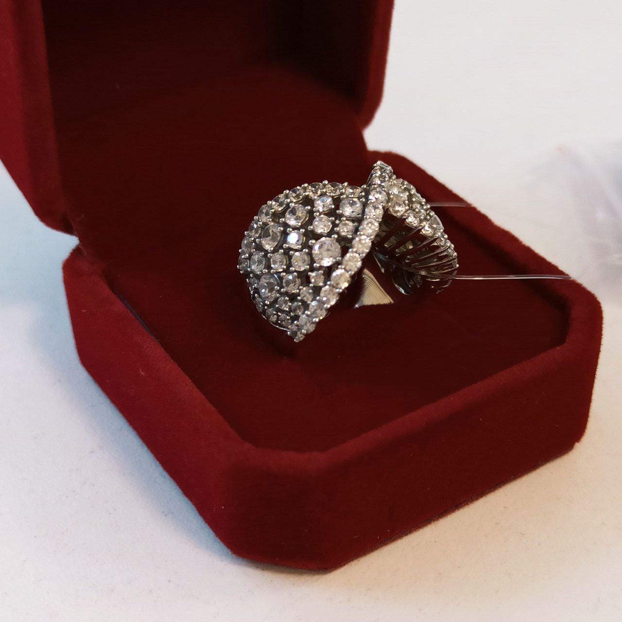Кольцо с цирконом / размер 16,5